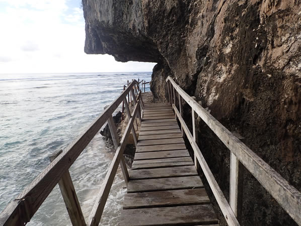 ファンファンビーチへの橋