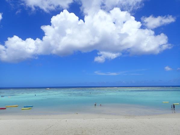 タモン前のビーチ
